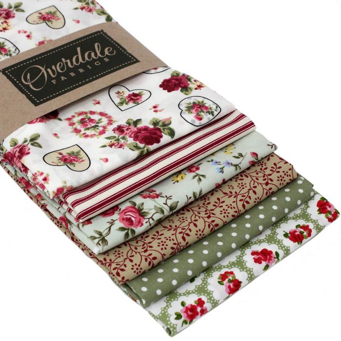 Vintage fat quarter pack with fabrics in green and red.