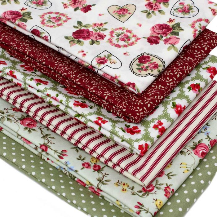 Vintage red and green fat quarter pack.
